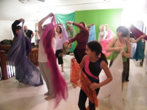 Learning some moves with the veil in Angela's workshop